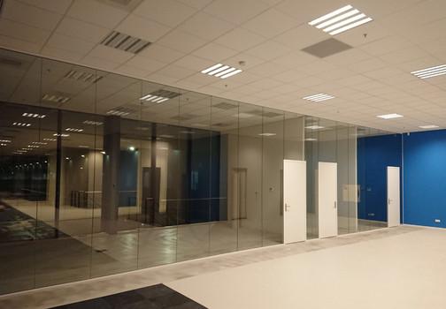 Volglaswanden gemonteerd door Jaleco Totaal Projectafbouw