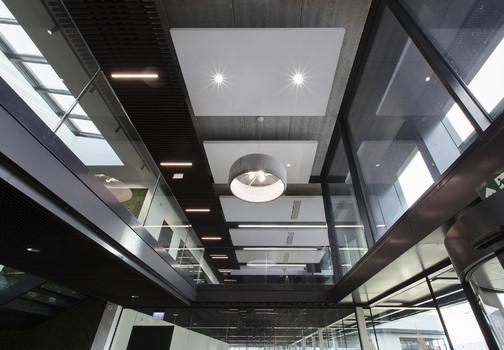 Plafonds en verlichting van Jaleco Totaal Projectafbouw in een pand