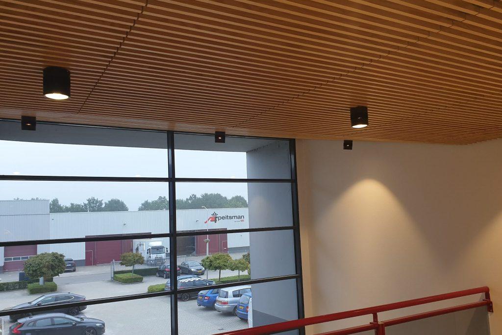 Houten plafonds gemonteerd door Jaleco Totaal Projectafbouw